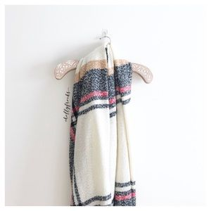 Abercrombie & Fitch ∙ Plaid Blanket Scarf